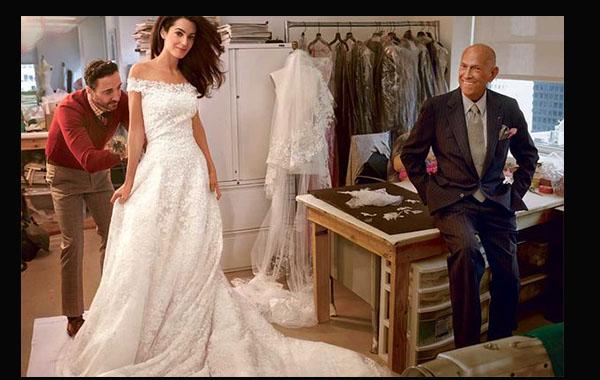 Amal Alamudin, quien se casó recientemente con George Clooney, escogió al diseñador para hacer su vestido de novia. Fue el último que creó de la Renta.
