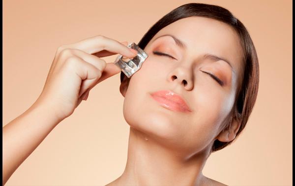 Lo ideal es usar los hielos, justo antes de aplicar el maquillaje.