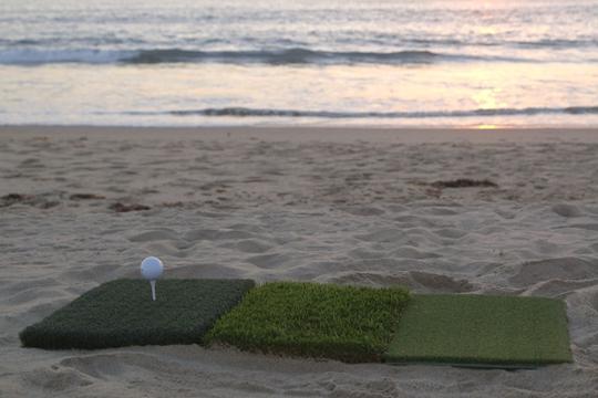 Con Rage to Go puedes jugar golf hasta en la playa.