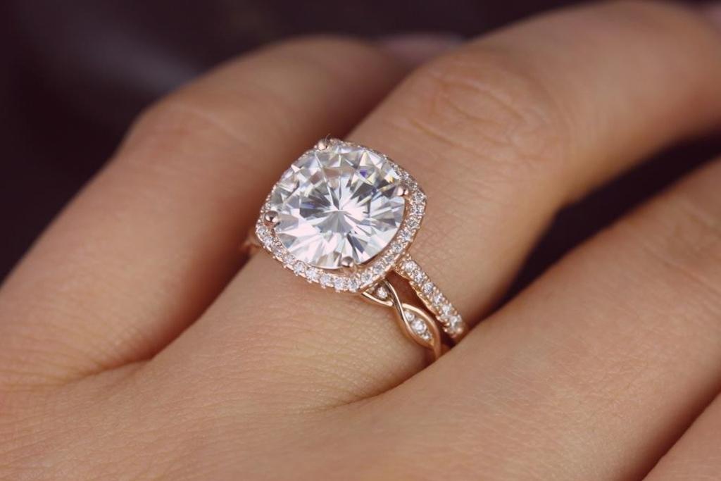 Descubre las tendencias en anillos de compromiso for En que mano se usa el anillo de compromiso